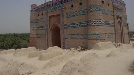 nobreza : Uch Sharif Bahaal Halim and Nuriyas Tomb Breathtaking Picturesque Frontal View on a Sunny Blue Sky Day Vídeos