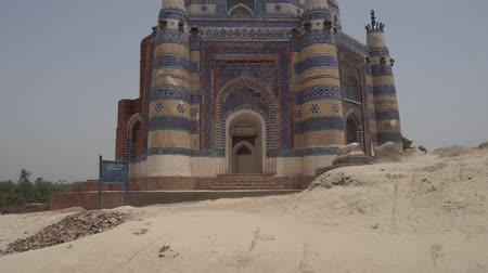 nobreza : Uh Sharif Jawindi Bibi Tomb Breathtaking Picturesque Front View on a Sunny Blue Sky Day