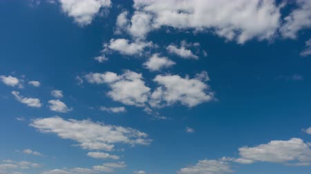 High qualitative timelapse of beautiful sky and clouds, no birds, no flicker, 4k pro res. Wideo