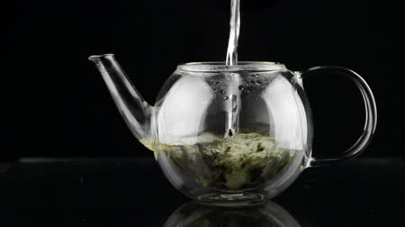 içme : Brewing tea