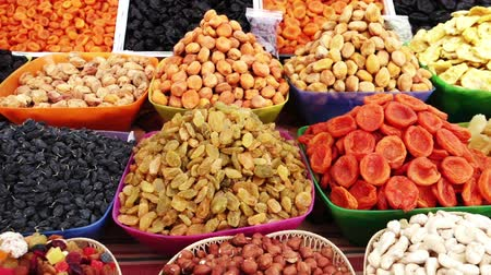 kurutulmuş : Assortment of dried fruits and nuts at a farmers market in Pyatigorsk Russia