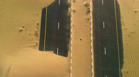 дюна : Sand is taking over a desert road near Dubai in UAE. Aerial view