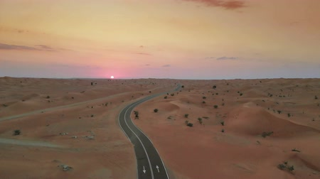řídit : Sunset over Middle Eastern desert