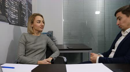 rekrutacja : Business and office life concept. Two young coworkers talk to each other. Brainstorming. Shot in 4k