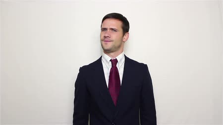 odmítnutí : Young handsome businessman says no and shakes his head negatively Dostupné videozáznamy