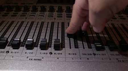 вещание : Sound engineer raises the sliders of the sound tracks on the sound mixer. Стоковые видеозаписи