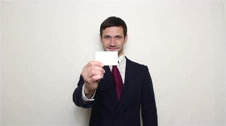 кошелек : Young handsome businessman holds out his golden credit card to the camera. Стоковые видеозаписи
