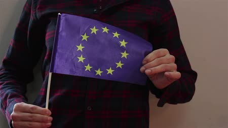 гражданство : A young attractive girl waving the flag of the European Union. Стоковые видеозаписи