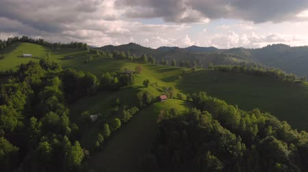 otruby : Aerial view of beautiful, green village, at Bran - Brasov Dostupné videozáznamy