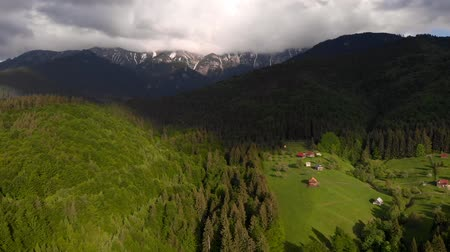 transilvânia : Aerial view of beautiful, green village, at Bran - Brasov Stock Footage