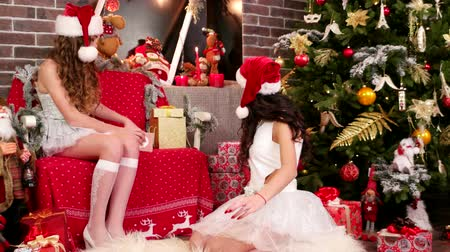 recados : girls Santas helper wrapping gifts, sort the presents, Stock Footage