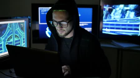 süzülme : Hacker portrait, Internet espionage, Identity theft, hacker using laptop, computers to infiltrate network system, Male Criminal cracking system, Computer Terrorism