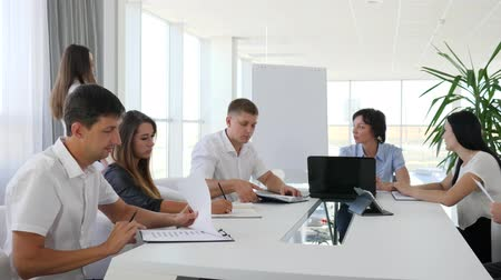 spolupracovníci : Business communication of Colleagues at table at Job in modern office, Work report In hands of director