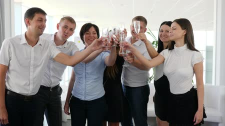 spolupracovníci : Business partners Make clinking glass with champagne in modern office space on work Dostupné videozáznamy
