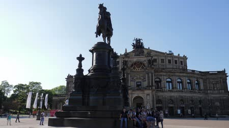 johann : Dresden, Germany 18 May 2018: historical objects, tourists sits near monument to King John of Saxony on background of opera house in Dresden, 18 May 2018. Stock Footage