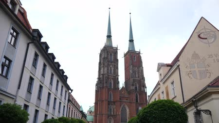 baptist : Wroclaw, Poland 12 May 2018: European buildings, Cathedral of St. John the Baptist in Wroclaw, 12 May 2018 Stock Footage