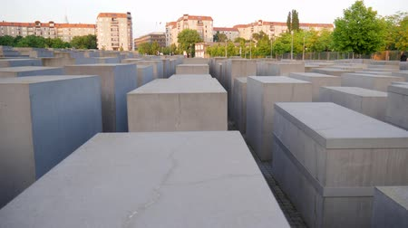 judaizm : Berlin, Germany 15 May 2018: Memorial to the Murdered Jews of Europe, also known as the Holocaust Memorial in Berlin, 15 May 2018. Wideo