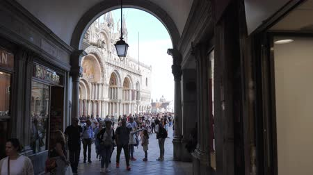 Венеция : Venice, Italy 19 May 2018: crowd of tourists at San Marco Square near Cathedral in Venice, 19 May 2018.