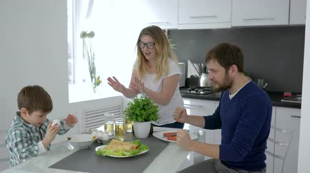 užitečný : funny family, boy beats eggs for omelet and parents are delighted at cuisine