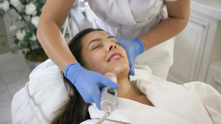 locutorio : body care, young patient woman on rejuvenating procedures of skin cleansing in spa Centre close-up