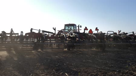 tecnica : modern tractor with plow working on the field after autumn harvest, mechanical treatment of soil Filmati Stock