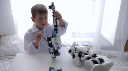 ремонт : educational toys, smart child mounting Humanoid robot with Artificial Intelligence in bright room
