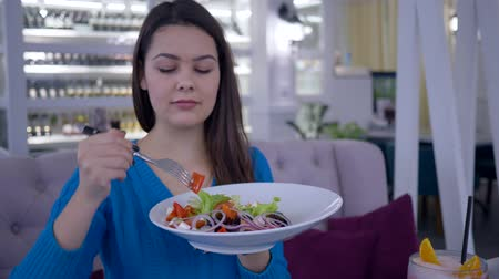 baixo teor de gordura : healthy woman diet, happy girl eating beautiful wholesome salad from large plate while dining vegetable lunch at restaurant