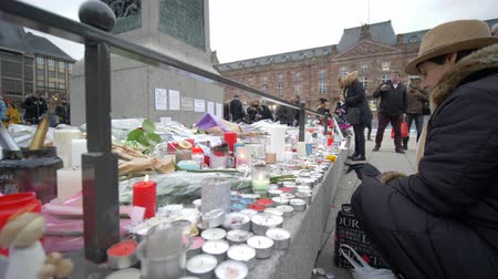 oltář : STRASBOURG, FRANCE - DECEMBER 18, 2018: candles and flowers around General Kleber statue in memorial for the victims of the attacks