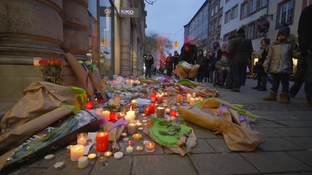 elesett : STRASBOURG, FRANCE - DECEMBER 18, 2018: Memorial memory of Terrorism, grieving people brought Flowers and candles in memory of victims terrorist attack and military actions in European city street