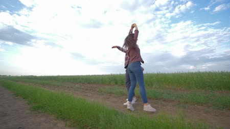 клетчатый : couple in love dancing in slow motion and enjoy weekend outdoors at the countryside on background of sky, happy relationships young people