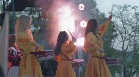 festividades : KHERSON, UKRAINE - MAY 20, 2019: Festival Melpomene of Tavria, National festivities, group girls drummers beat drum sticks on drum close-up on holiday event on open air