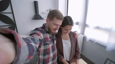 užitečný : merry girl with guy take selfie photo on mobile phone while cooking vegetable salad on dinner for wellness according to diet plan on kitchen table