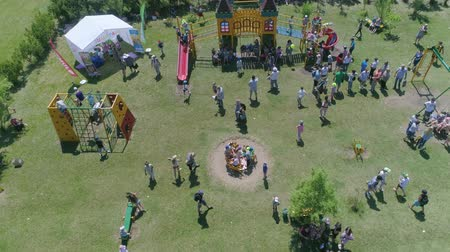 organizar : KOZACHI LAGERYA, UKRAINE- JUNE 01, 2019: active entertainment, group of children energetic relax and ride on carousels in park during celebration International Children Day