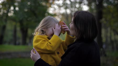 duyarlı : time together, a caring and sensitive mother plays with her charming smiling daughter in the autumn park