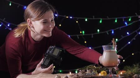 küçük hindistan cevizi : professional photographer, in process of taking pictures on a reflex camera of a traditional cocktail eggnog of a made home for christmas holiday parties with friends