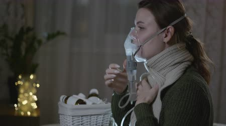 fájó : feeling unwell, flu girl is treated with a steam inhaler, suffering from headache and sore throat while in the room while on sick leave, care health