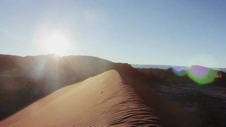 areias : Timelapse shot over beautiful sand dunes in sunset