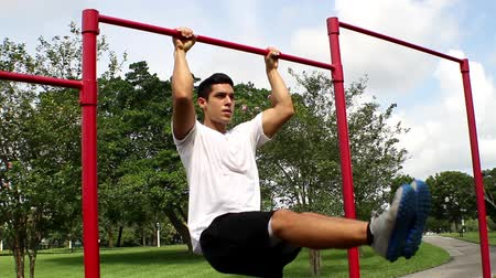 fogyás : leg lifts. outside environment. Gym training