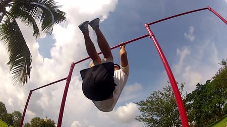ginásio : leg lifts. outside environment. Gym training Stock Footage