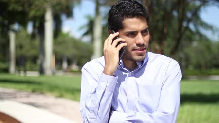conversando : Happy businessman talking at phone.