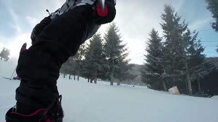скат : Snowboarding on fresh snow