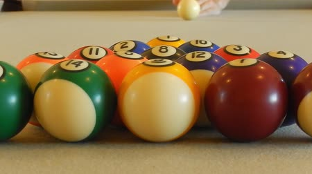 bolas : HD clip of a billiard ball triangle during the break shot Vídeos
