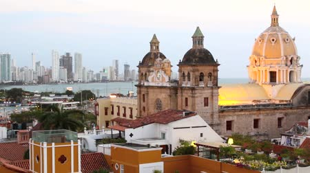Колумбия : Timelapse view over Cartagena historical district and bocagrande by night