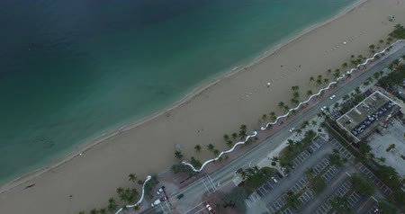 top view of a clear water beach and buildings Wideo