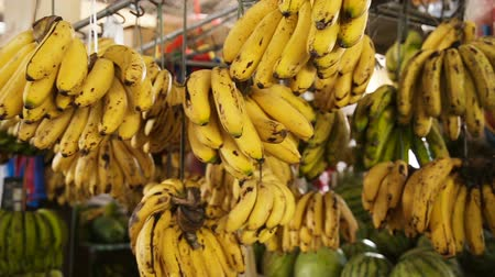 nesnelerin grubu : bananas in the fruit market
