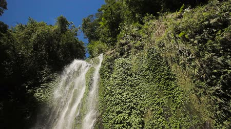 filipíny : Waterfall on the island of Camiguin (Philippines)