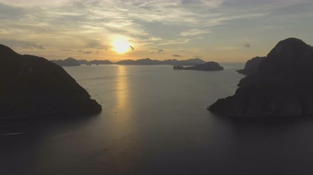 filipíny : Tropical bay in El Nido sunset.Aerial view:tropical landscape.Sunset sky and mountains rocks of bay.Dreamy sunset among the rocks.Aerial video tropical island.Philippines,El Nido.4K video.Travel concept. Travel concept. Aerial footage. Dostupné videozáznamy