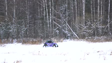 buggy car : Winter off-road racing side-by-side vehicles. Rally on the buggy on the snow on a winter day. Racing in the SXS class. Buggy, sports car on rally. Off Road Series racing. Slow motion. Stock Footage