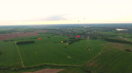tej : Hot air balloons in the sky over a field in the countryside.Aerial view:Hot air balloons in the sky over a field in the countryside, beautiful sky and sunset.Aerostat fly the countryside. 4K video,ultra HD.