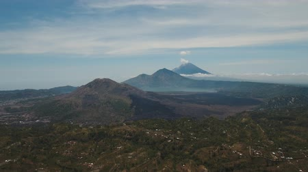 bali : Aerial view crater lake Batur, volcanoes Batur, Agung. Bali, Indonesia. Mountain landscape with volcanoes, lake on the background of the sky and clouds. 4K video. Travel concept. Aerial footage. Stok Video